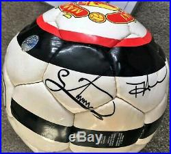 114 Signed Manchester United Football Collection includes 3 x Footballs
